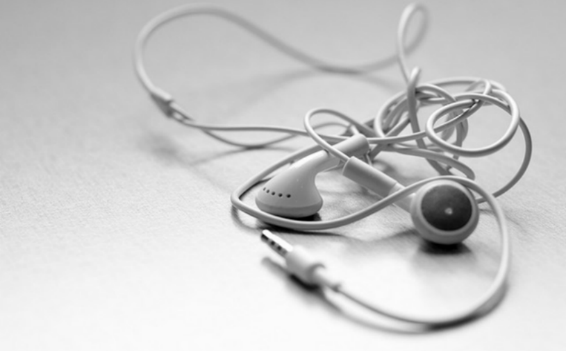 tangled-earbuds